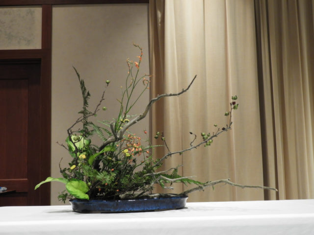 小原流・写景盛花(しゃけいもりばな)の例(秋の風景)