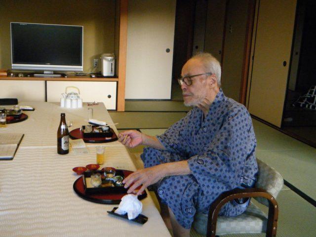 有馬温泉の旅館で和食を嗜む父