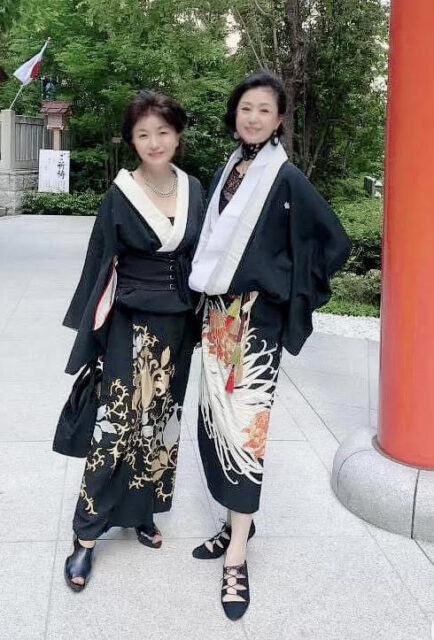 塩田京子さん(左)、岡田記子さん(右)Facebook着物グループ投稿より
