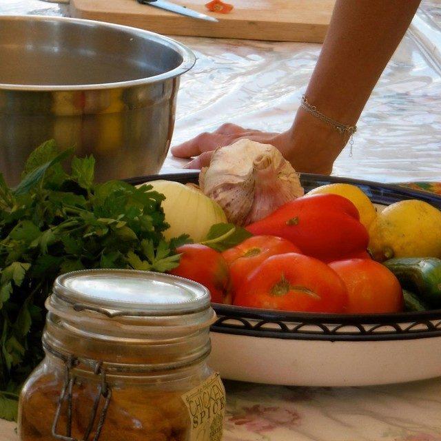 ヨルダンの家庭料理「マグルーバ」と「サラダバラディ(カントリーサラダ)」