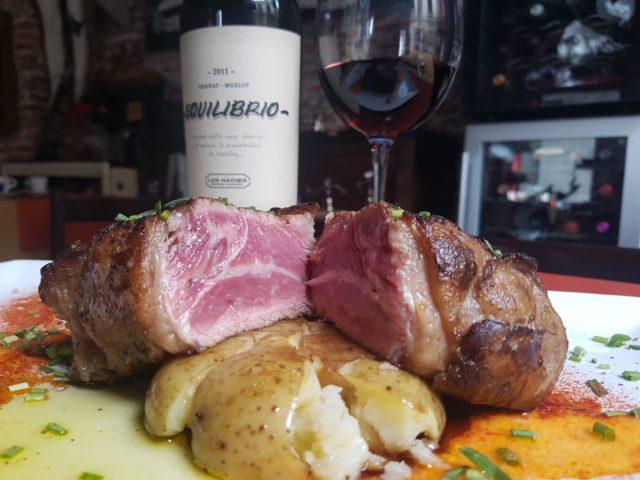 タナットという珍しい品種の赤ワインとウルグアイが世界中に輸出している牛肉