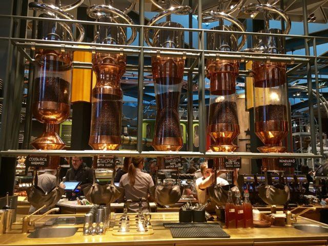 まるでコーヒー工場のような雰囲気のStarbucks Reserve Roastery Milano