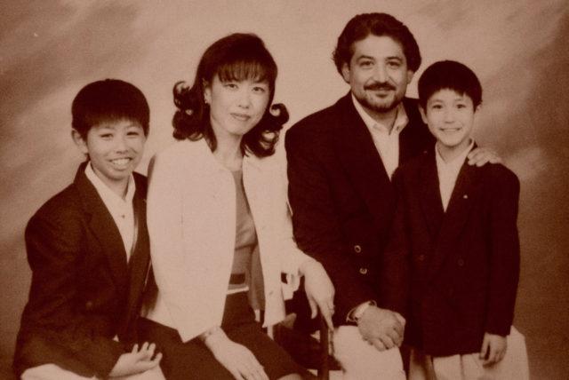 結婚後4年毎に、チリ日系人の写真館で撮っていたチリ在住当時の家族写真