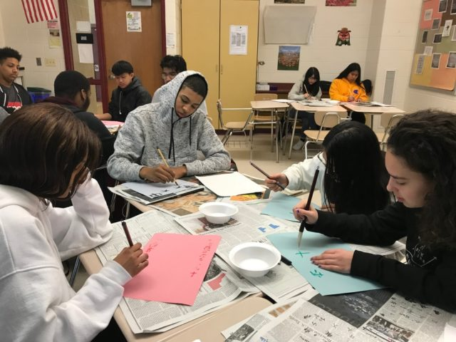 日本語を学ぶメリーランド州ペイントブランチ高校の生徒たち