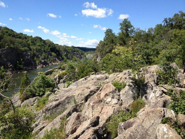 急傾斜の岩場歩きを楽しめるポトマック川沿いのビリー・ゴート・トレイル