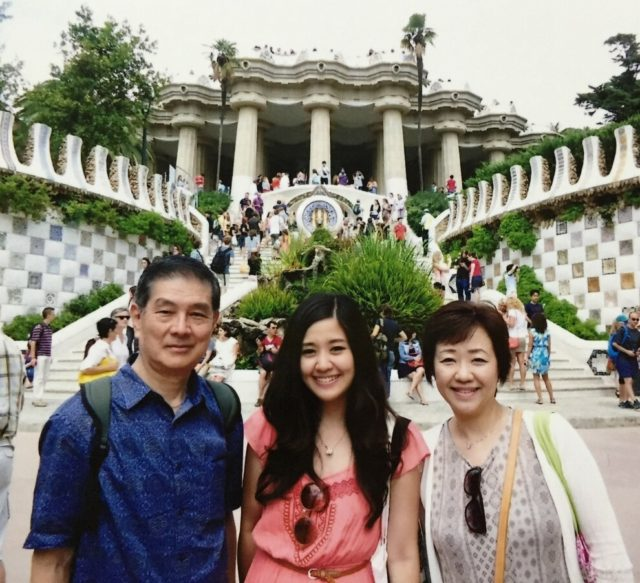 家族3人で再訪したバルセロナ・グエル公園にて