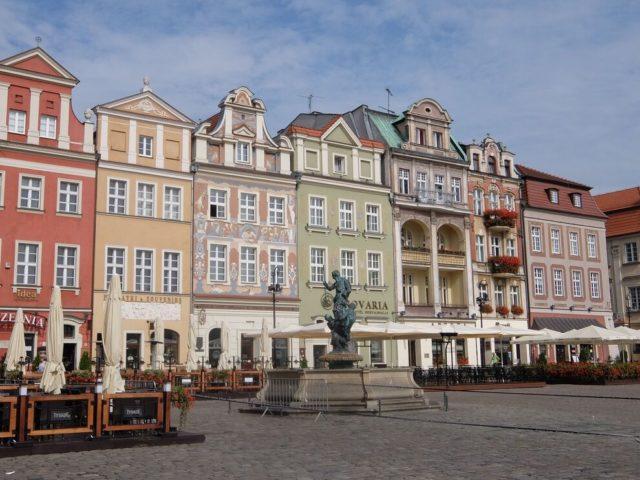 パステルカラーの建物が立ち並ぶポズナン市旧市街