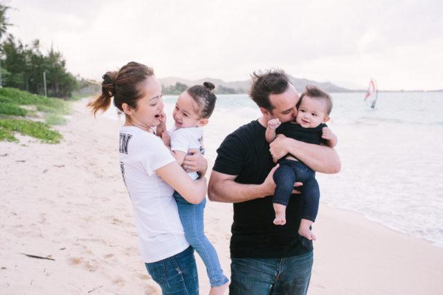 結婚5周年はハワイで。きれいな海を前に、「ふたりの子供とハワイにいる。こんな日がくるなんて5年前は想像もしていなかったなあ」と夫もしみじみ。