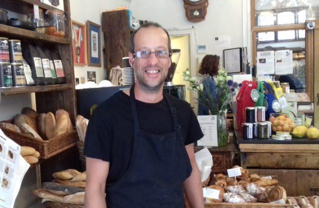 フランス系チーズ店、ラ・フロマジェリーのRさん。出身はポルトガル。新たな職を探している