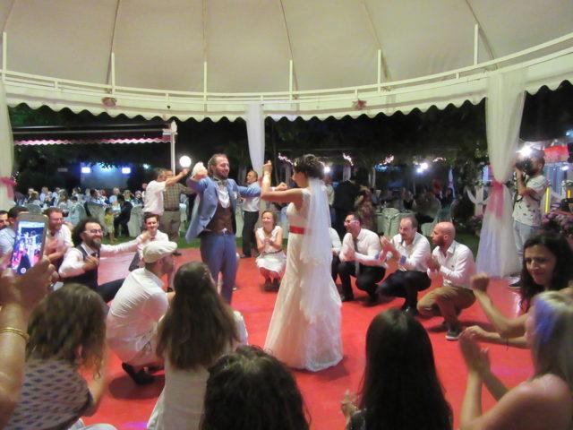 トルコ式披露宴はダンス・ダンス・ダンス