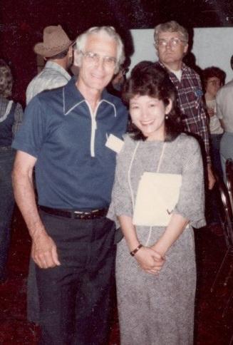 沖縄戦の経験を語ったライト氏。右は筆者