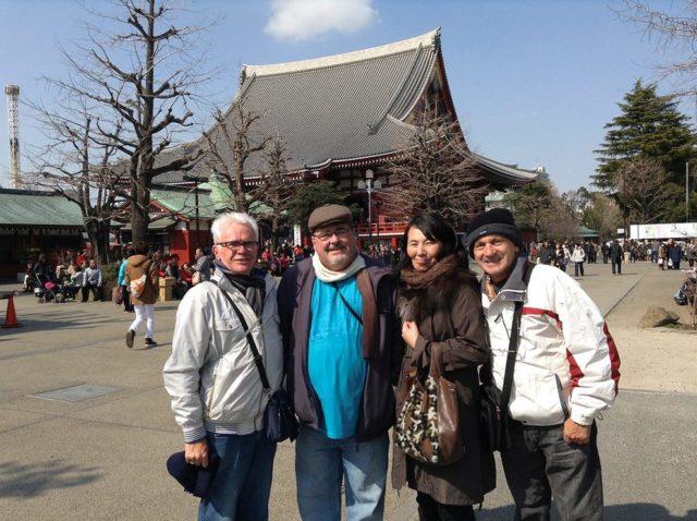東京でブラジル人ゲストを案内した時に。筆者は右から2人目