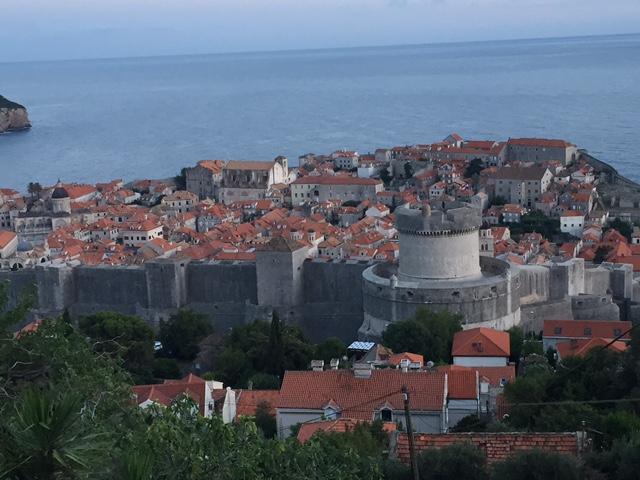 中世の要塞都市ドブロニブニク