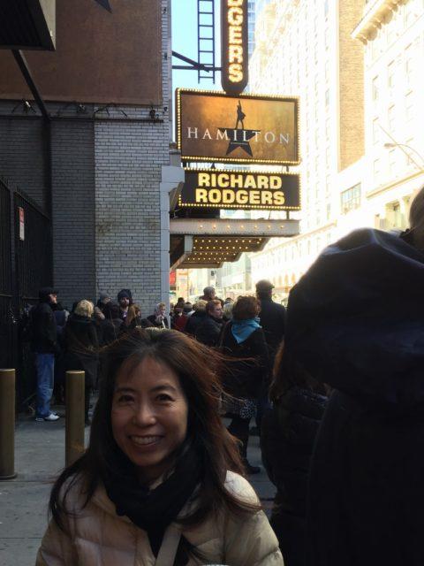 「ハミルトン」の劇場前で