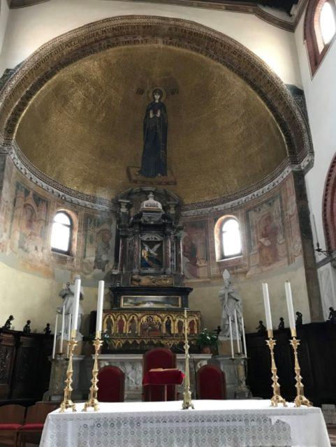 ムラーノ島サンティ・マリア・エ・ドナーテ聖堂のマリア像