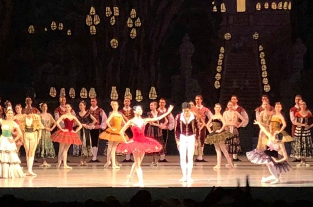 マリインスキー劇場でのバレエ「ドン・キホーテ」終演後のカーテンコール