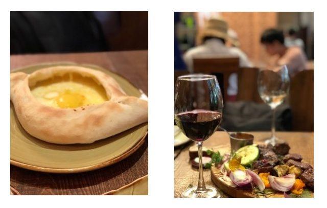 左はジョージアのピザ、ハチャプリ。卵をチーズにぐるぐると混ぜて食べる。右は炭火で焼くラム肉の串焼きと野菜のグリル