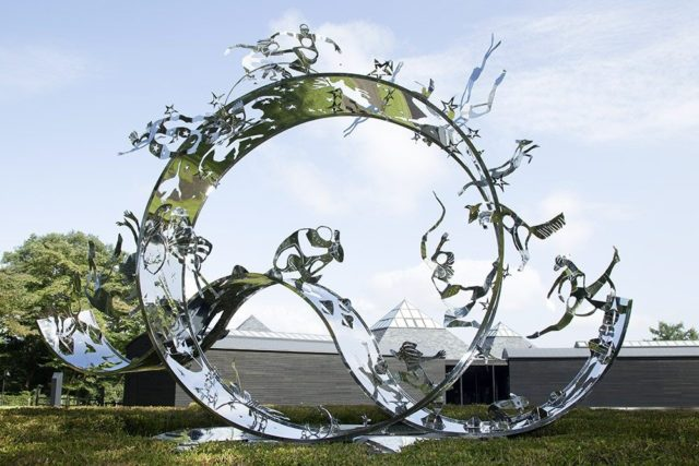 群馬県にあるハラミュージアム・アークに展示されている「夢」2013年 第15回ステンレス協会賞モニュメント・オブジェ部門 受賞