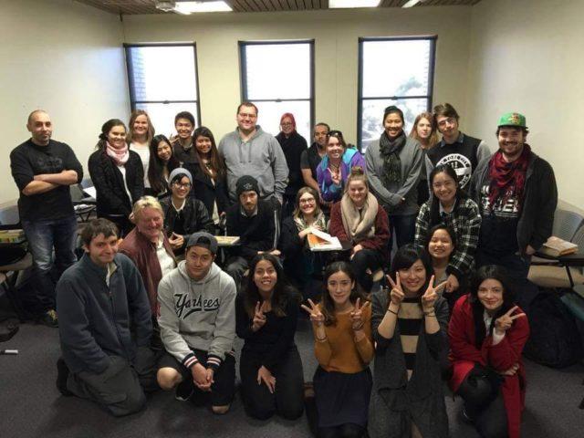 ラトローブ大学の学生たちと 前列右から2番目が私