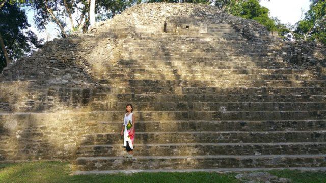 マヤ文明の中でも古い時代の遺跡です。森林に囲まれているせいか、太陽の光があまり届きません。聖域感たっぷりの遺跡 Cahal Pech
