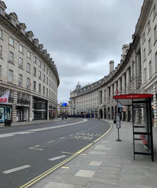 ロンドンの中心部にあるピカデリー・サーカス。人通りがほとんどない