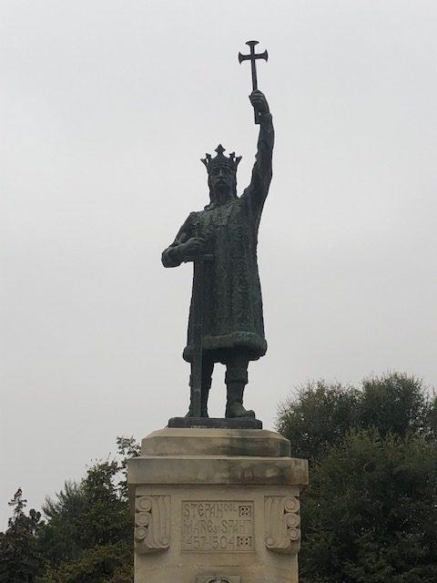 モルドバ公国建国の父シュテファン・チェル・マレ大公像(在位1457年〜1504年)