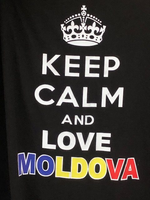 T-シャツの文字:Keep Calm and Love Moldova
