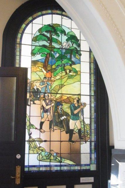 開港記念会館のステンドグラス