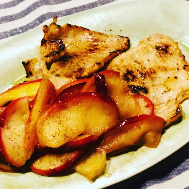 豚ロース肉の紅玉りんごバターソテー添え