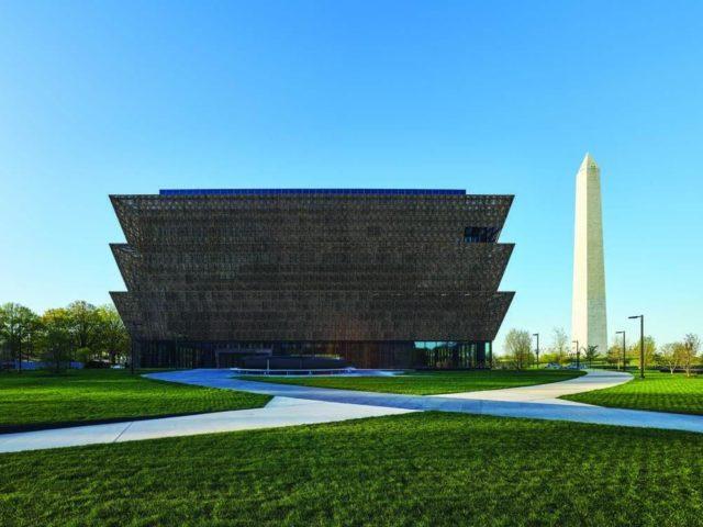 アフリカン・アメリカン歴史文化博物館の外観 NMAAHC Alan Karchmer撮影