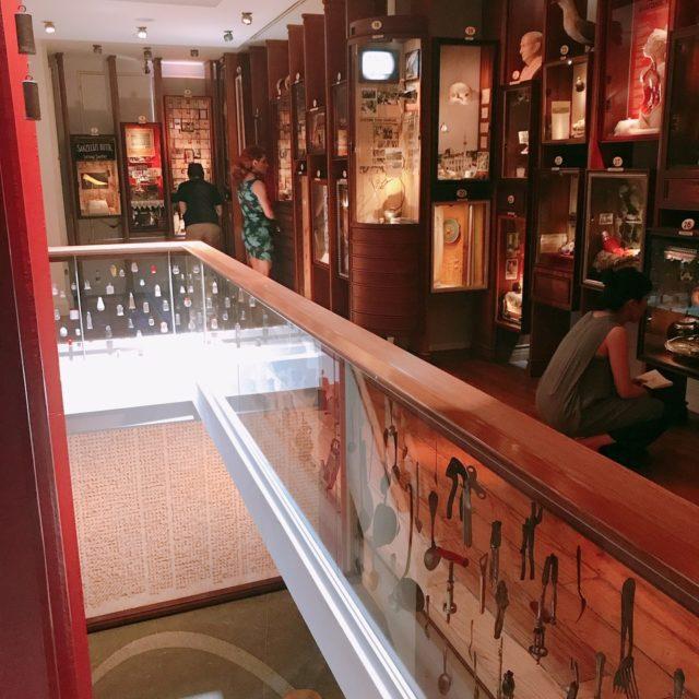 Museum of Innocence「無垢の博物館」館内は、物語を追体験できる仕組みになっている