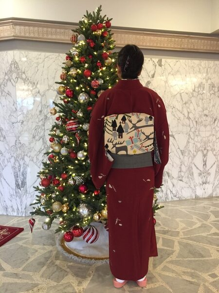 クリスマスパーティーにはクリスマス柄の帯をしめて出席