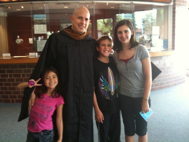 イスラエルで兵役を終えて移民した夫は社会人になってから大学と大学院に行きました。ジョンズホプキンス大の修士号卒業式にて