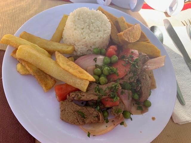 ツアー中の食事の例。極めて美味なペルー料理