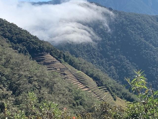 山の中の遺跡
