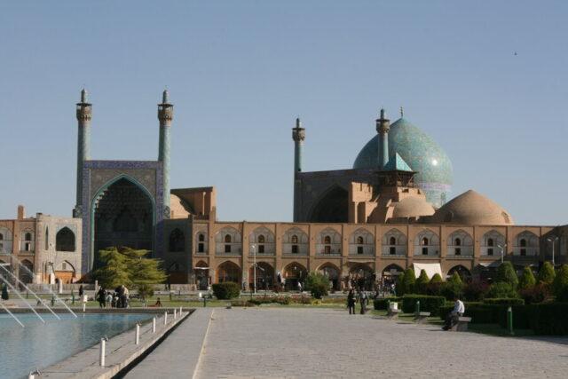エスファハーンのイマーム広場。広場はモスクと17世紀の宮殿、そして市場に囲まれている